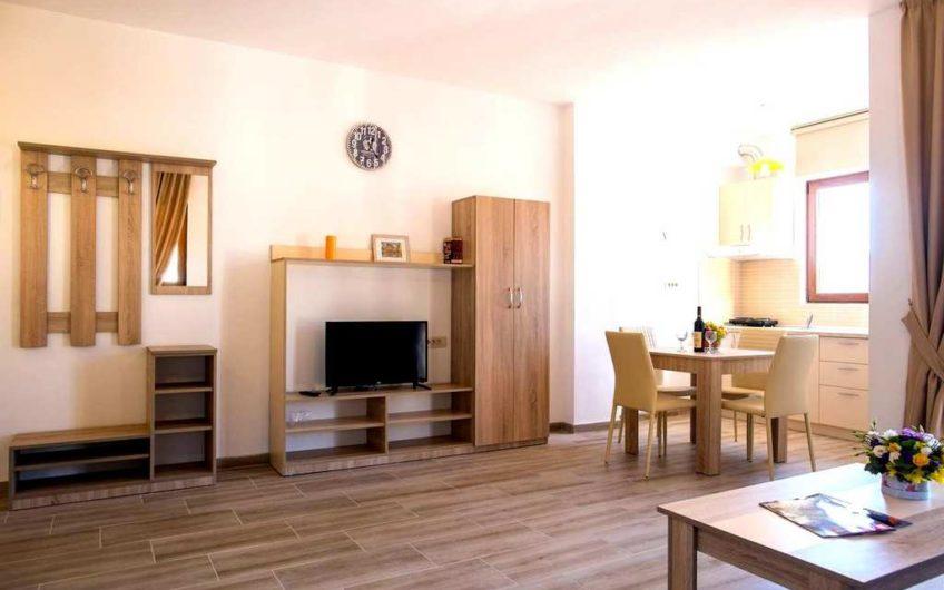 Квартира со спальней и видом на море в Будве