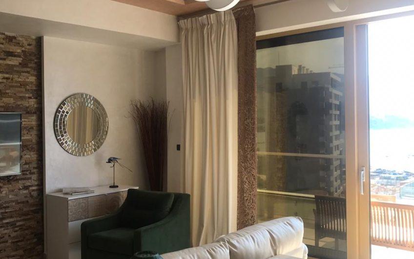 Большая видовая квартира в центре Будвы