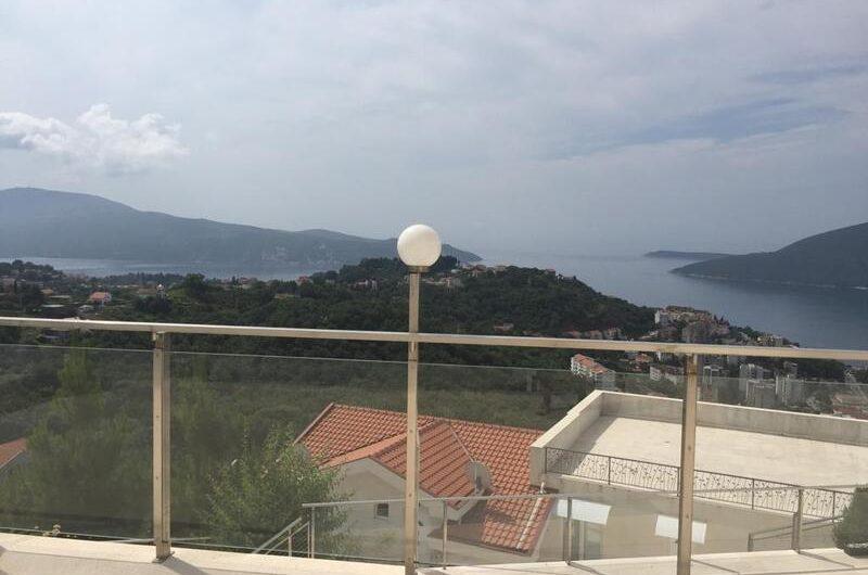 Имение с панорамным видом на море в Герцег-Нови