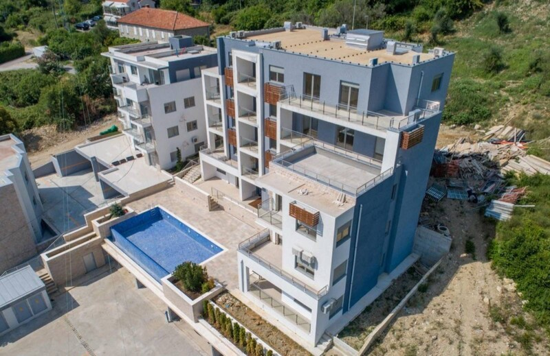 Срочно продается новая меблированная квартира в комплексе с бассейном. Тиват, Селяново!