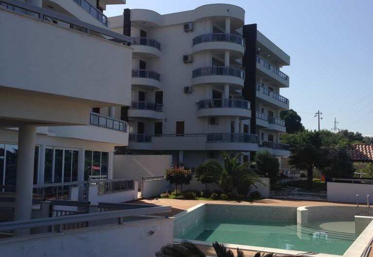 Квартира в комплексе с бассейном и панорамным видом на море в Добра Вода