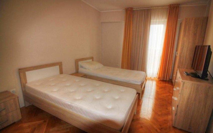 Квартира с двумя спальнями и видом на море в Бечичи