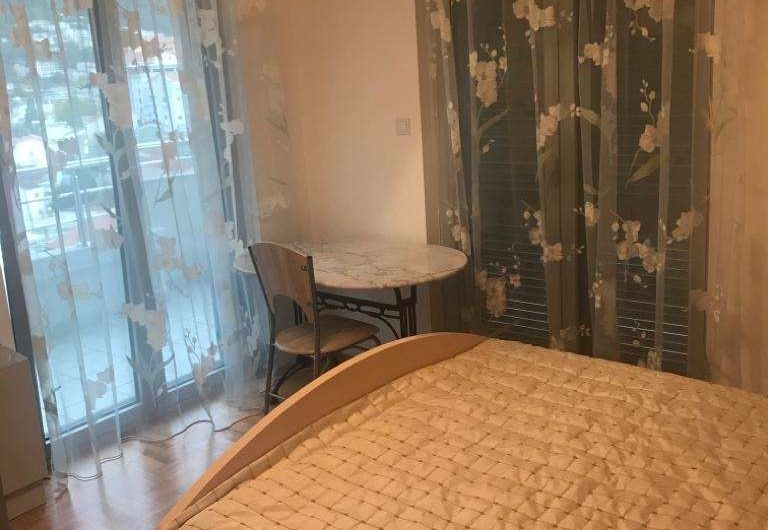 Большая квартира с двумя спальнями и видом на море в Будве