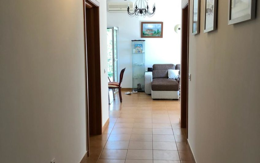 Большая квартира-пентхаус с 3-мя спальнями и видом на море, Бечичи