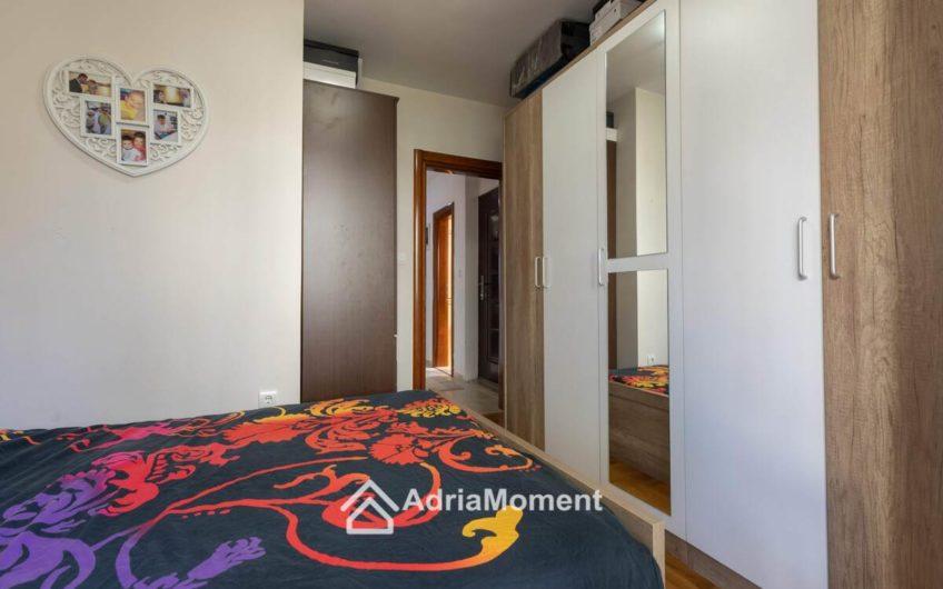 Квартира с камином в Тивате.2 спальни!