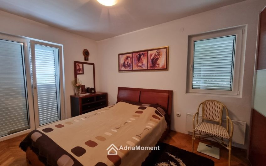Биела. 40 метров до моря. Срочная продажа квартиры с 3-мя спальнями!